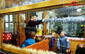 новый год в трамвае. детская елка новогодняя в трамвае. арендовать трамвай на новый год