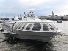 Аренда теплохода, кораблика, речного трамвайчика в Петербурге. Праздник на корабле. Морские прогулки по река и каналам Санкт-Петербурга